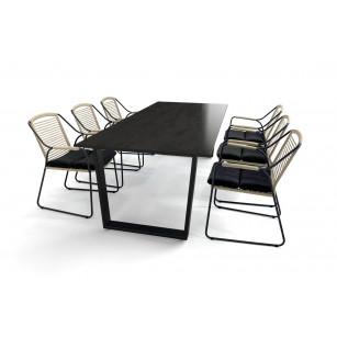 Keramische tafel met Dekton Radium blad, zwart stalen onderstel en Scandic dining stoelen