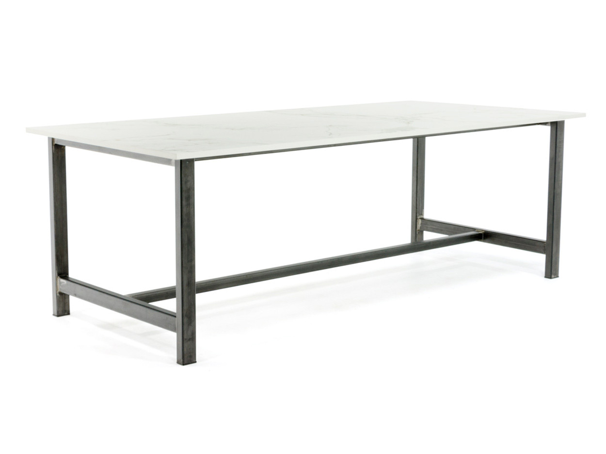 Aura15 Dekton tafel met stalen onderstel