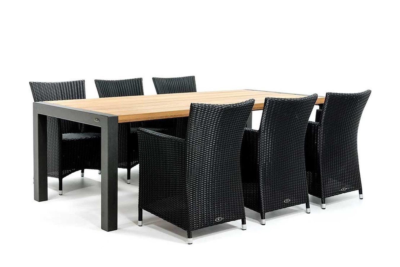 Houten tuintafel met gecoat onderstel en vlechtwerk stoelen