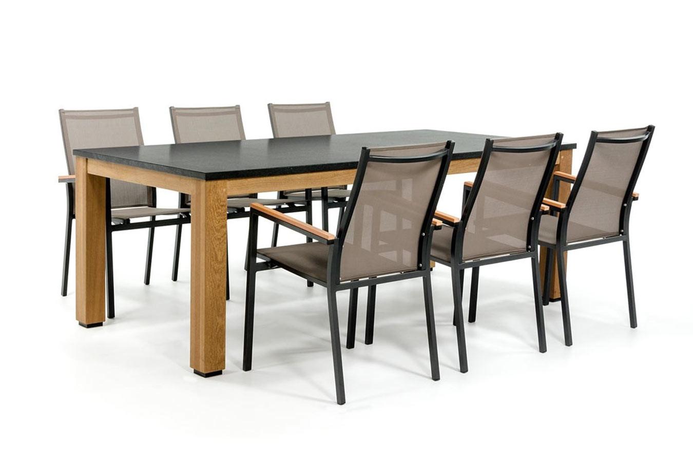 Granieten tuintafel met aluminium stoelen